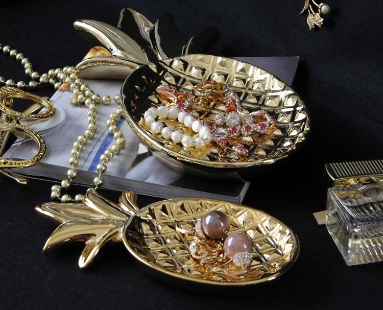 Pineapple Plate Figurines (6)