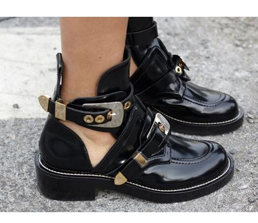 2018 Wine Cut-out Leather Woman Ankle Boots Signifying Fretwork Gold-tone Metal Hardware Boot Punk Shoes Classic Biker Boots two tone cut out neck tee