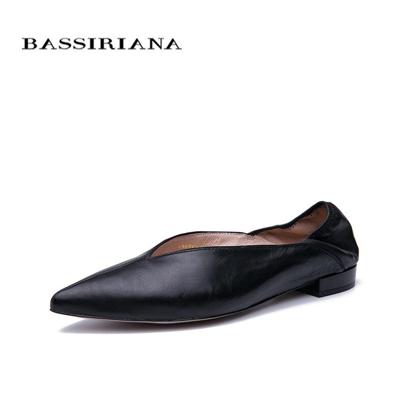 BASSIRIANA 2019 جديد أزياء المرأة الشقق الجلد الطبيعي سيدة وأشار اصبع القدم أحذية اللون الأسود حجم 35 40-في أحذية نسائية مسطحة من أحذية على  مجموعة 1
