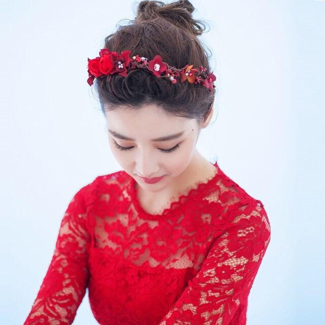 Цветок из кружева на платье