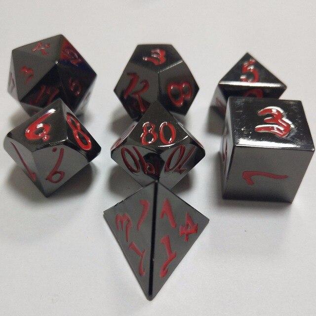 Venda direta da fábrica Dungeons & Dragons 7 pçs/set Criativo Dice RPG D & D Metal Dice DND Dice DND chapeamento Preto níquel fonte Vermelha