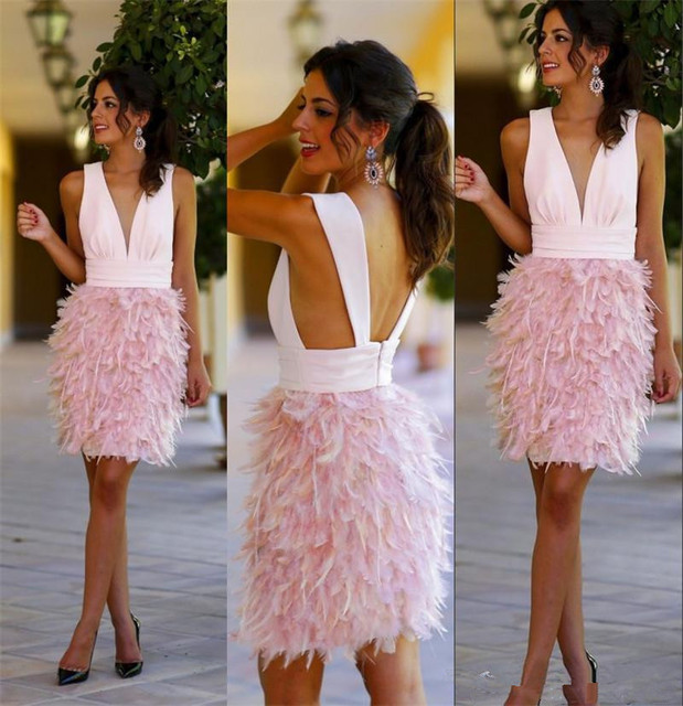 Robe rose a plumes