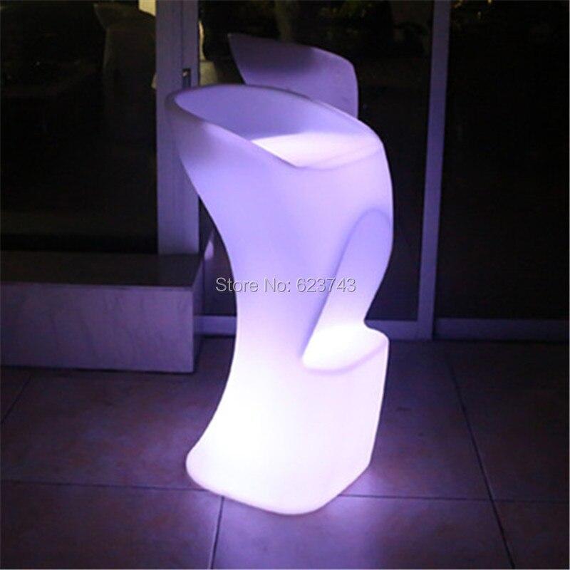 Le plastique a illuminé le LED de tabouret élevé de café de cocktail de chaise de bar LED rechargeable de meubles de barre de couleur multi avec à télécommande