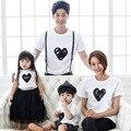 Combinando o filho pai mãe filha verão clothing família olha moda padrão de coração branco t shirt lovers algodão tops tees