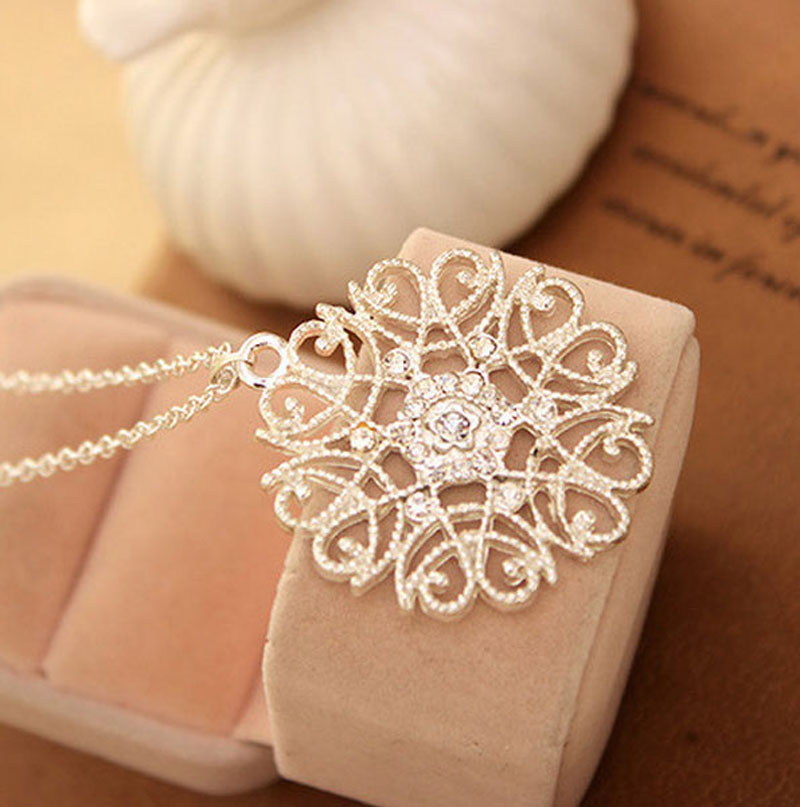 LNRRABC Women Silvery Black Hollow Flower Pendent Necklace alloy Sweater Woman Fashion Luxury Jewelry Accessory