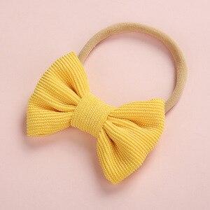 Image 2 - 20 sztuk/partia, tkanina sztruksowa łuk nylonowe opaski lub spinki do włosów, zdjęcie rekwizytu prezent na baby shower