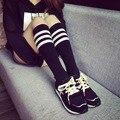 Primavera Otoño Estilo Coreano de La Manera de Rayas de Impresión de Colores Calcetines de Algodón Niñas Calcetines Calcetines de Estudiantes Rodilla Longitud Calcetines Al Por Mayor