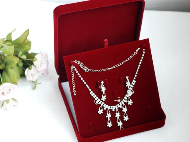 High end Red Velvet Jewelry Set Box Necklace Packaging Box Pendant