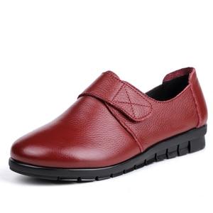 Image 2 - GKTINOO נשים שטוח תחרת עגול הבוהן אמיתי עור קצר קטיפה חורף חם נעליים יומיומיות אישה דירות מוקסינים בתוספת גודל 43