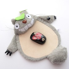 Super mignon anime rire forme totoro manchette souris pad tapis grand peluche creative ameublement jouet enfants garçon fille cadeau 1 pc