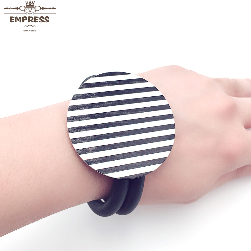 Fashion Vintage Black and White Leopard Print Crack Bracelet Permanent Color Women 39 s Manifesto Glamour Souvenir Gift Jewelry in Bangles from Jewelry amp Accessories