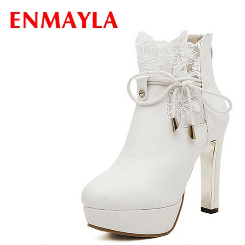 0177b679d ENMAYLA مثير المطرزة الدانتيل حذاء نسائي بكعب عالٍ امرأة أبيض أسود حذاء من  الجلد النساء الدانتيل متابعة منصة أحذية بوت قصيرة سيدة أحذية