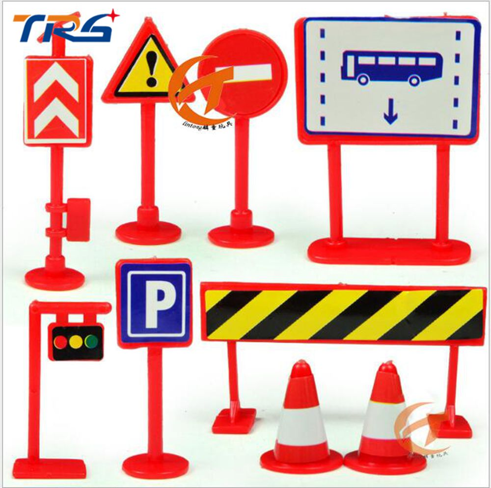 whit 9PCS/LOT 2017 ARCHITECTURE Traffic Sign parking scene traffic light sign road sign roadblock traffic plastic model toy