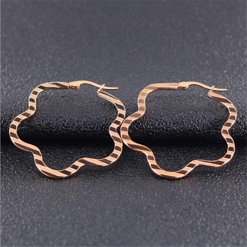 2019 New classic flowers Ear Stud For Women Men Rose Gold Silver Color Stainless Steel Stud Earrings Fashion Jewelry wholesale in Stud Earrings from Jewelry Accessories