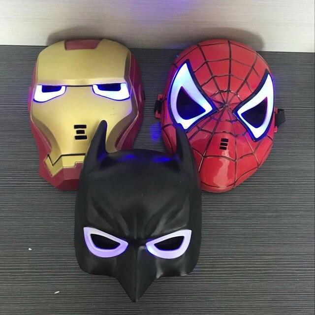 Boa PVC Brilhante Máscaras Do Partido Do Homem De Ferro Batman Spiderman Os Vingadores Figura Presente Toy Crianças Executar Adereços sem Baterias
