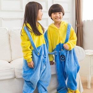Image 2 - Pijama Da Menina do menino Crianças Minions Amarelo Conjunto Flanela Kids Animal Dos Desenhos Animados Cosplay Com Capuz Kigurumi Sleepwear Pijama infantil
