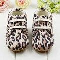 Lindo bebé recién nacido zapatos infantiles del niño del pesebre del leopardo calza los primeros caminantes 0-1 Y