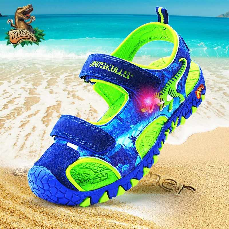 DINOSKULLS 6 ילדים סנדלי 7 בני דינוזאור זוהר מהבהב סגור הבוהן קיץ חדש חוף סנדלי 8 ילדים LED PU גומי נעליים