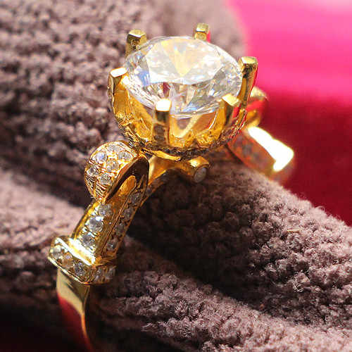แบรนด์คุณภาพแหวน 3Ct สังเคราะห์แหวนเพชรแท้ 925 แหวนเงินแท้ 18K สีเหลืองทองชุบงานแต่งงานเครื่องประดับ