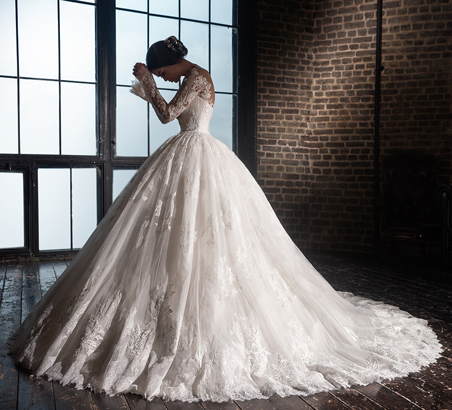 V neck long sleeve luxury lace ball gown wedding dress for Ball wedding dresses 2017
