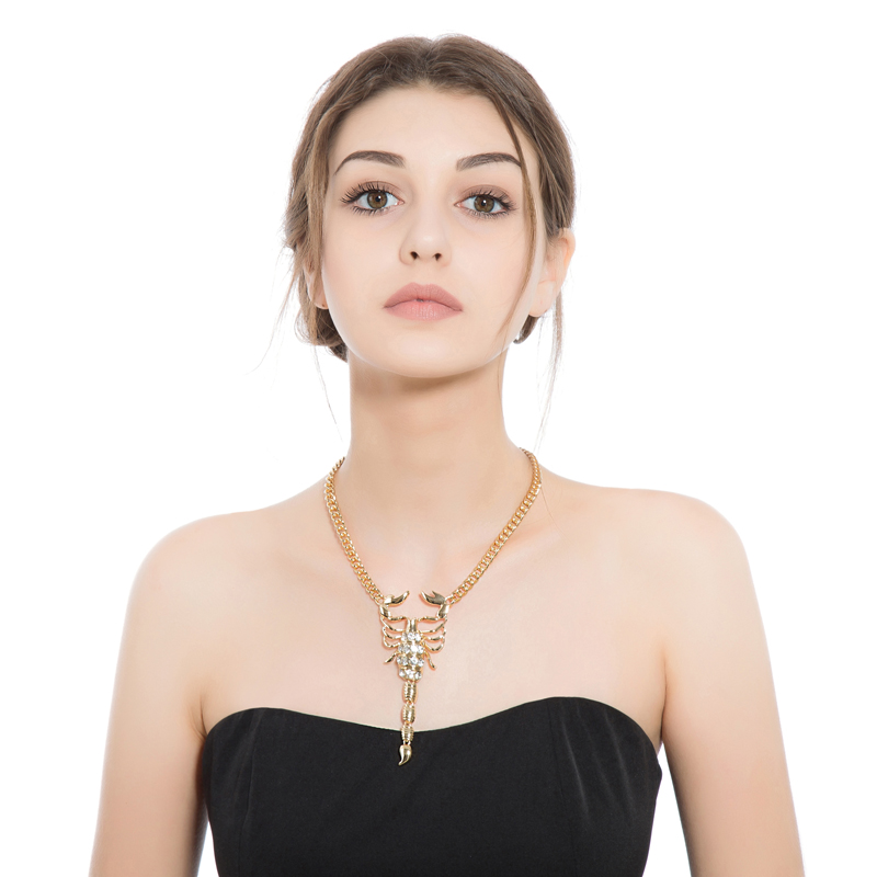 Eropa dan Amerika Serikat menjual aksesoris kue seperti emas bertatahkan kristal kalajengking paduan kalung untuk wanita XL057