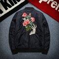 Mens casaco de inverno acolchoados bomber jackets novo 2017 costela manga Bordados de Flores de Moda outwear Parkas tamanho grande 3XL verde sólida