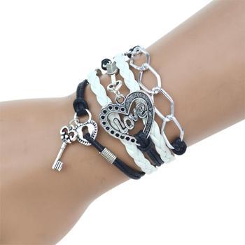 Wielowarstwowa bransoletka z zawieszkami w kształcie serca i kluczyka