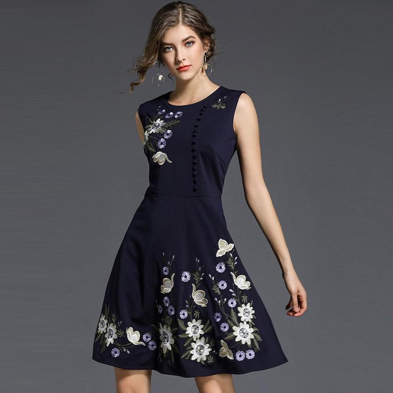 2018 New Europe Women Flowers Embroidery Dress O-Neck sleeveless Slim cloth Work Party sexy women dress