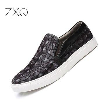 Diseñador de alta calidad verano otoño hombres Slip On Sneakers zapatos de cuero de gamuza costura geometría patrón hombres mocasines zapatos