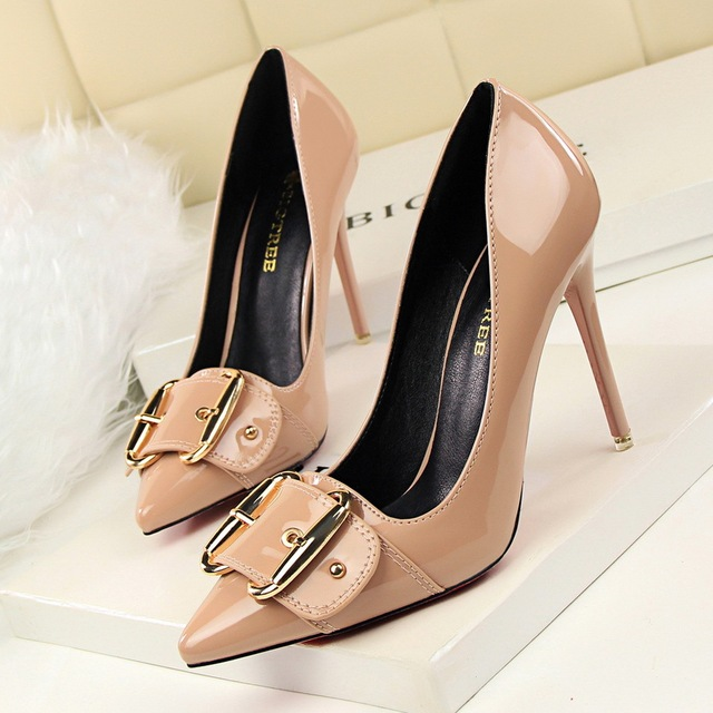 2016 Outono Mulheres Novas Bombas Finos Sapatos de Salto Alto Sexy Apontou sapatos de Couro Cinto de Fivela de Metal Mulheres de Salto Alto Stilettos G2586-18
