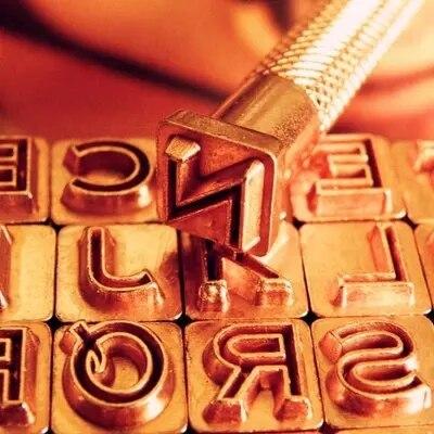DIY Johnleather Artisanat Principal Capital Creux Lettres 26 Alphabet Timbre Outils Ensemble 7mm * 7mm Avec Nickel Plaqué en métal Pôle