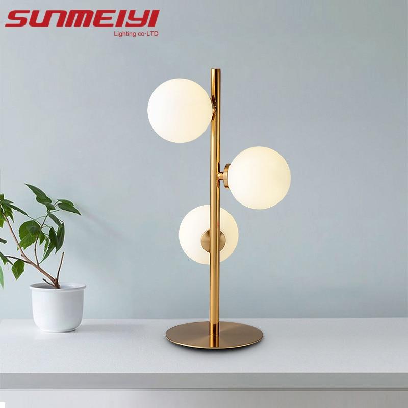 купить Modern Iron Gold Creative Art Deco Table Lamp Glass Desk Lamp Study/Bedside Table Lighting G4 Round Ball Shade Table Lamp по цене 6787.51 рублей