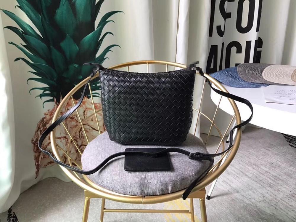 Bagaj ve Çantalar'ten Omuz Çantaları'de 2019 Hakiki deri Yüksek Kaliteli Küçük kare çanta Kadın basit omuz çantası Iç ve dış dermis Dokuma çanta'da  Grup 1