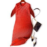 MIYAKE складки морщин платье Европейский станция высокой моды нерегулярные Круглый воротник большие размеры средней длины плиссированные пл