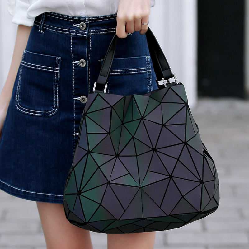 Luminous sac bao glitter Sequins geometric bags for women 2019 Quilted  Shoulder Bags Laser Plain Folding Handbags bolsa feminina-in Shoulder Bags  from ... 991ff0d575cd2
