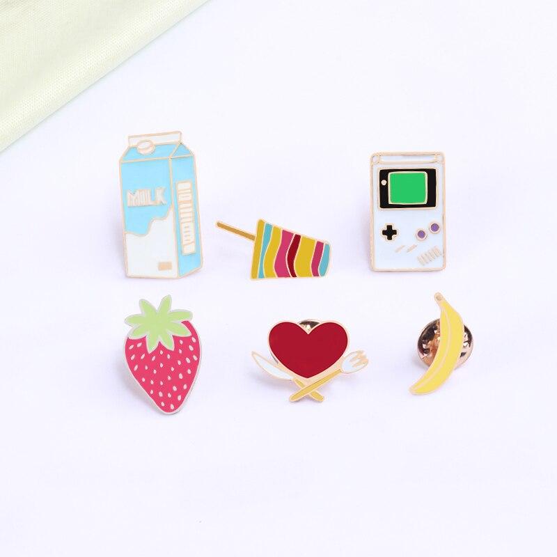 Nouveauté mignon dessin animé broches enfants amour vaisselle lait jeu Machine banane fraise crème glacée émail broche pour les femmes et les enfants