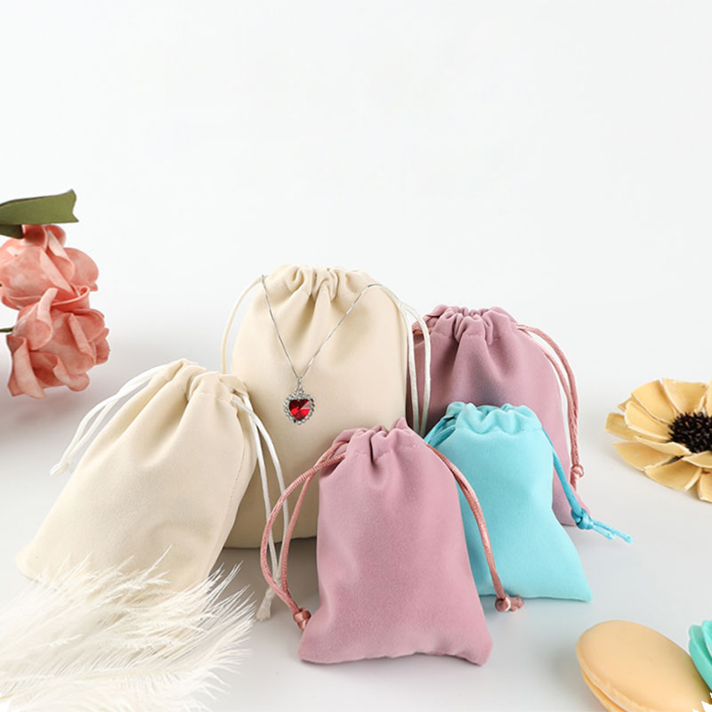 High Quality Velvet Pouches Fabric Jewelry Packaging Bags Display Drawstring Packing Gift Bags & Pouches