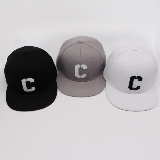 e31af0e37d782 Bordado C Snapbacks carta gorras de béisbol en blanco y negro Hip Hop borde  recto sombrero