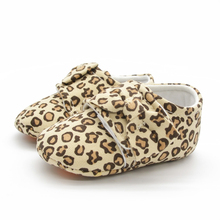 DeLeBao Soft Sole Leopard Baby Shoes Hook & Loop Comfortable Baby Boy Shoes Soft Cotton Bottoms First Walkers Fashion Shoes
