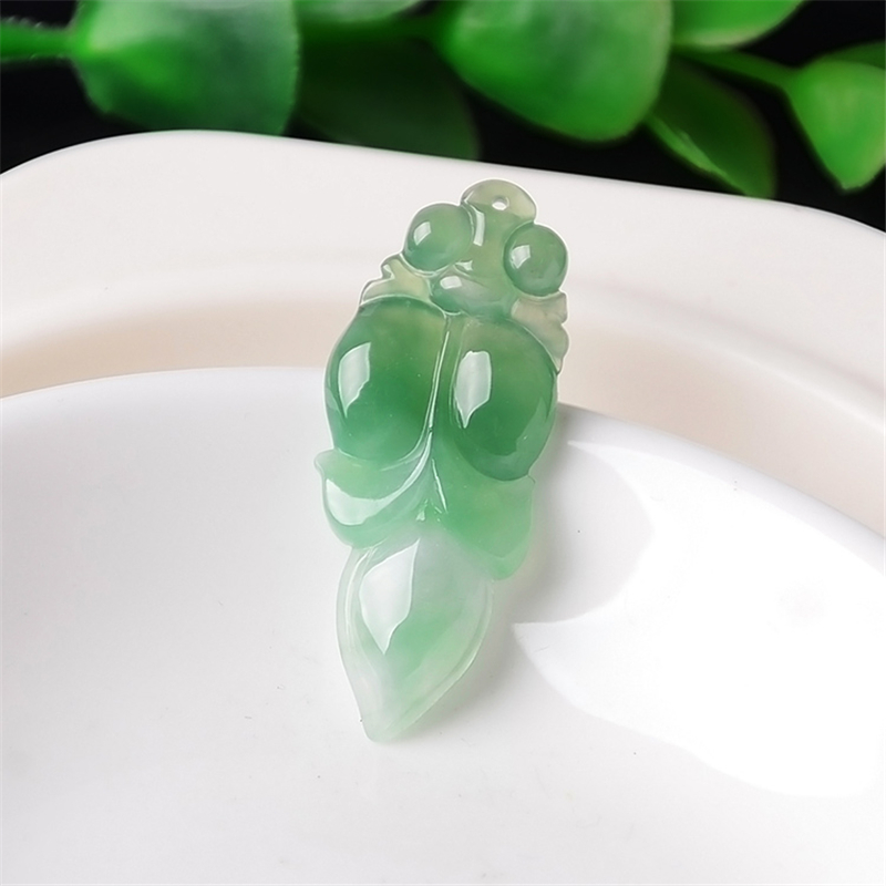 2019 New Jade pendant Yang Green Fish pendant Jade Necklace Attached lanyard Included certificate 180301212019 New Jade pendant Yang Green Fish pendant Jade Necklace Attached lanyard Included certificate 18030121