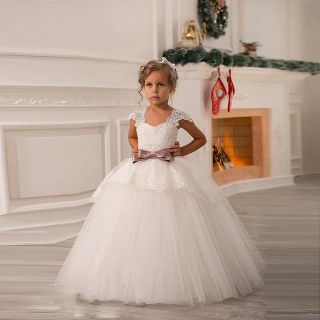 9d5436bd42e9a Robes de filles de fleur blanche pour robes de mariée Cap manches dentelle  arc fille robe