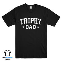 TROPHY DAD PRINTED MENS T SHIRT BEST FATHER AWESOME FATHERS DAY BIRTHDAY GIFT New T Shirts Funny Tops Tee New Unisex Funny Tops best dad tshirt funny design father day t shirt 100% cotton fashion gift t shirt eu size