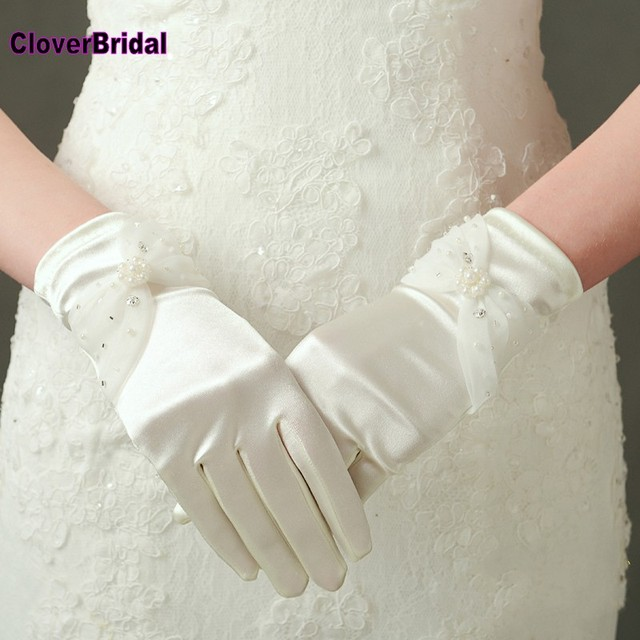 2018 Wrist Length Finger Bow Tie Short Wedding Gloves Accessories Pearls Bridal Glove Ivory