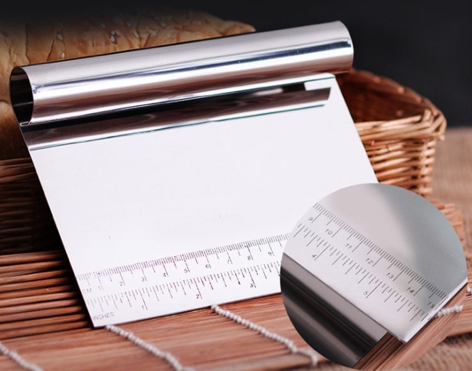 SDFC 1Pcs Stainless Steel Pizza Dough Scraper Cutter Kitchen Flour Pastry Cake Tool Scale cutting dies