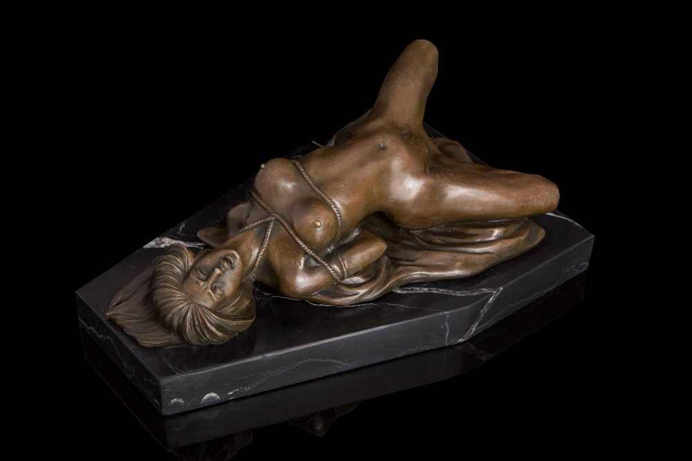 porno-bolshoy-erotika-v-skulpture-zhenshini