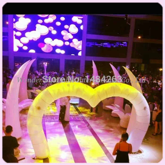 Novo colorido 4.5mw (15ft) coração em forma de decoração do casamento arco de entrada inflável para venda
