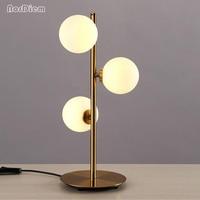 Nordic Стекло мяч светодиодный настольная лампа блеск металла золота Спальня Светодиодный Настольные лампы простой стол Освещение светильни