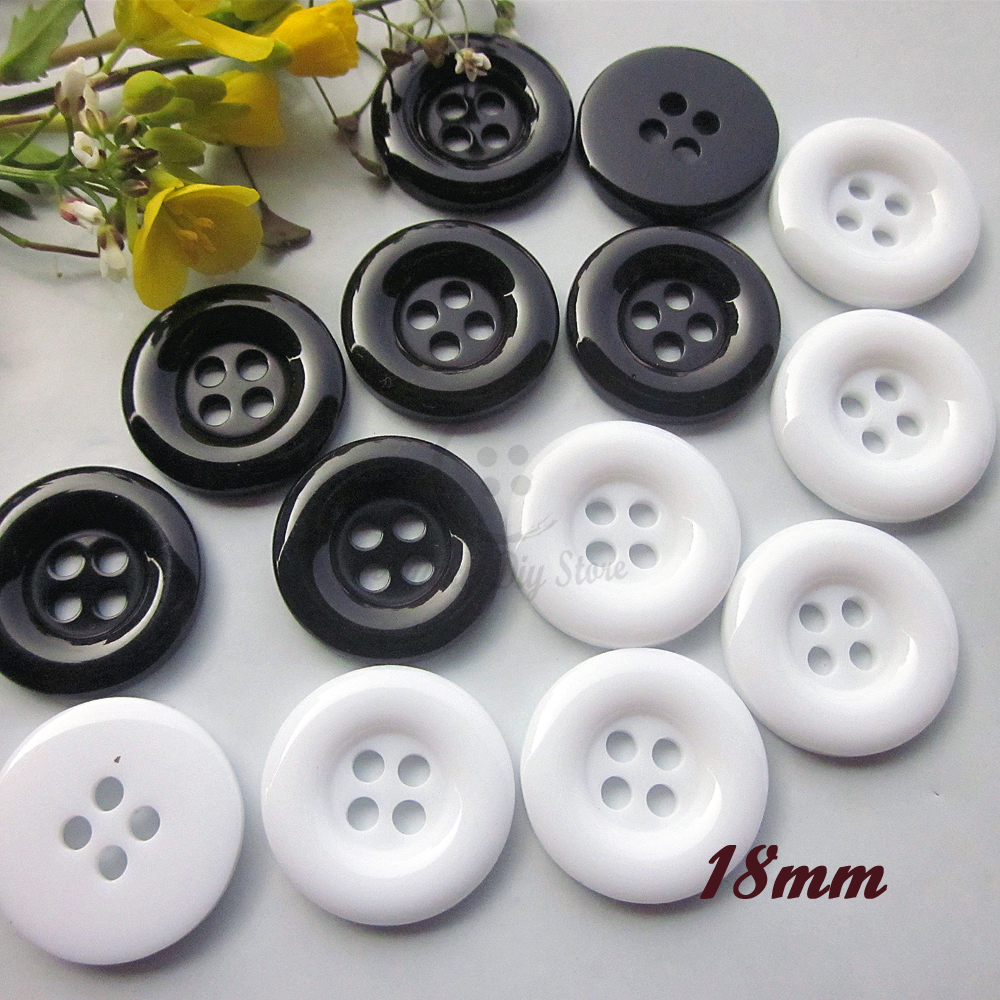 60pcs 18mm 4 holes Black / White round edge sewing buttons for clothing Basic good quality garment materials sewing supplies