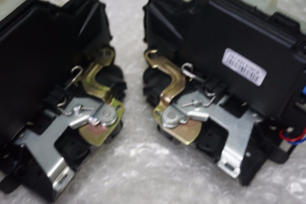 Pair front door lock actuator central locking system VW Polo 9N Transporter T5