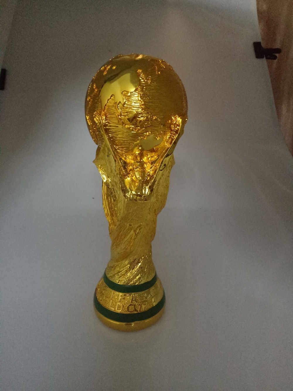 1:1.3 27cm <font><b>World</b></font> <font><b>Cup</b></font> <font><b>Football</b></font> trophy Resin Replica Trophies Model <font><b>Brazil</b></font> <font><b>World</b></font> <font><b>Cup</b></font> Best Soccer Fan Souvenir Gift Free Shipping
